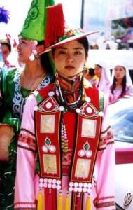 Traje Tradicional de la Etnia YuGu