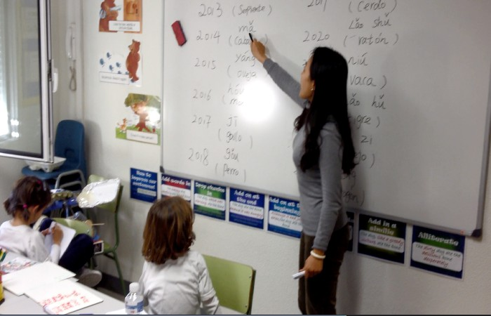 Alumnas de Primary en Clase de Chino Mandarín en Colegio